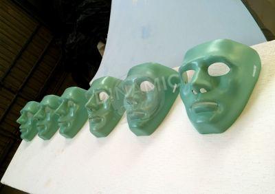 colección máscaras plástico