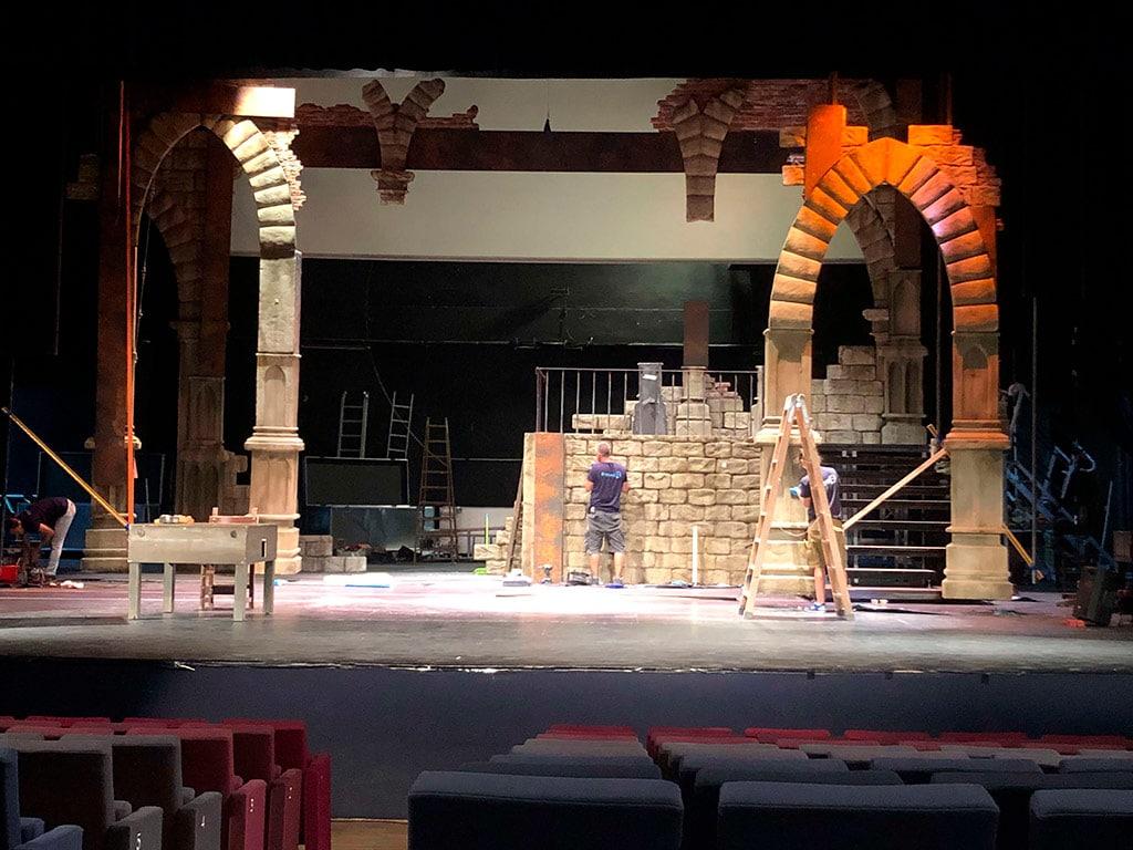 Vista frontal del escenario de Vlad el musical