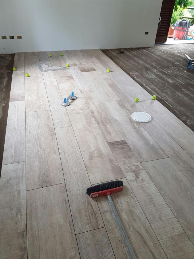 Pavimento gres porcellanato effetto legno  Como  Di