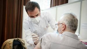 Covid-19: la décrue de l'épidémie se poursuit en France