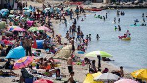 Surfréquentation, risque sanitaire: comment les territoires se préparent à un nouvel été sous le signe du Covid