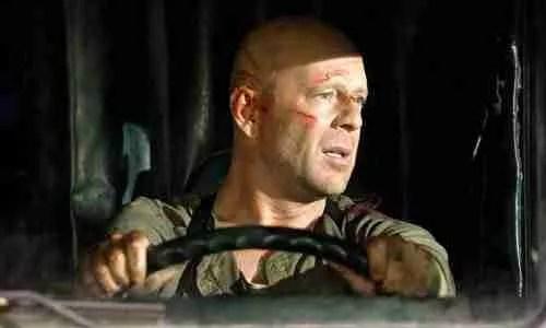 Το σταμάτημα του φορτηγού στο Die Hard 4.0