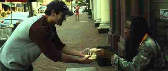 dinfo.gr - Συγκινητικό βίντεο παρουσιάζει πως μια μεμονωμένη πράξη καλοσύνης μπορεί να επηρεάσει τόσους πολλούς ανθρώπους