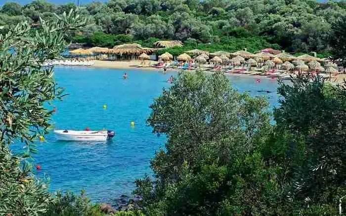 Οι Μπαχάμες της Ελλάδας από ψηλά. Εξωτικές παραλίες, φώκιες και ναυάγια μόλις 2 ώρες από την Αθήνα