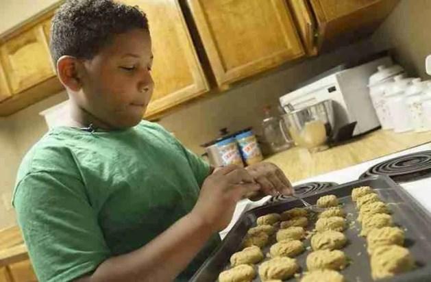 Το οχτάχρονο παιδί που άνοιξε το δικό του αρτοποιείο για να αγοράσει στη μητέρα του ένα σπίτι