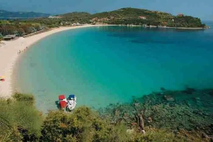 """Η """"Γαλάζια Λίμνη""""της Χαλκιδικής από ψηλά: Σπάνια ομορφιά και εξωτικά τοπία!"""