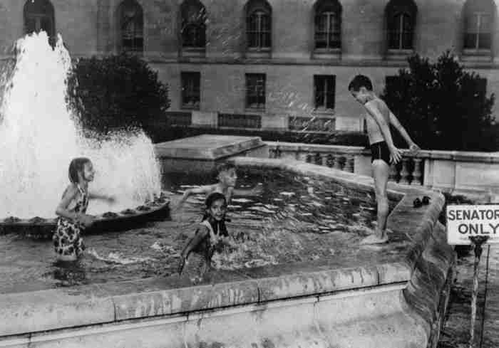 24 παλιές φωτογραφίες που δείχνουν πώς ήταν τα καλοκαίρια πριν τα τάμπλετ και το ίντερνετ