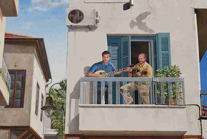 Ο Τσιτσάνης στο μπαλκόνι: Ένα μοναδικό έργο τέχνης 150 τετραγωνικών μοναδικό στην Ελλάδα