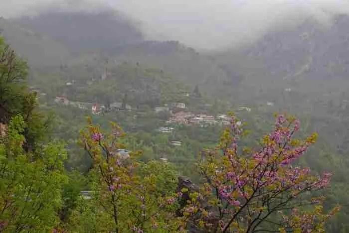 Αμάραντος: Το άγνωστο χωριουδάκι με τα μοναδικά λουτρά στο είδος τους στην Ευρώπη