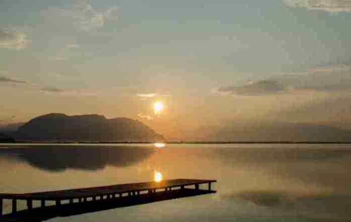 Η μεγαλύτερη λιμνοθάλασσα της Ελλάδας και μία από τις μεγαλύτερες της Μεσογείου