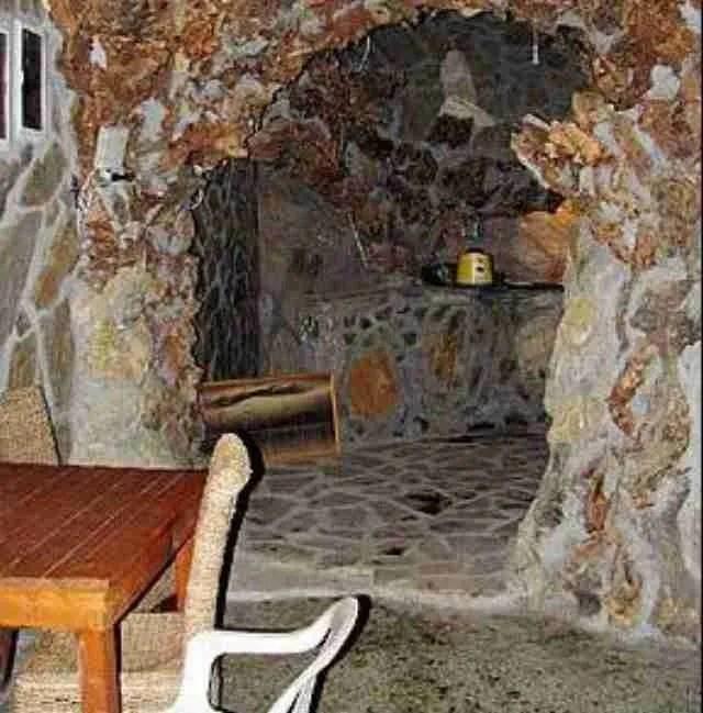 Ο.. Γκαουντί της Σαλαμίνας. Ο Πολωνός που έφτιαξε ένα σπίτι βγαλμένο από τα παραμύθια