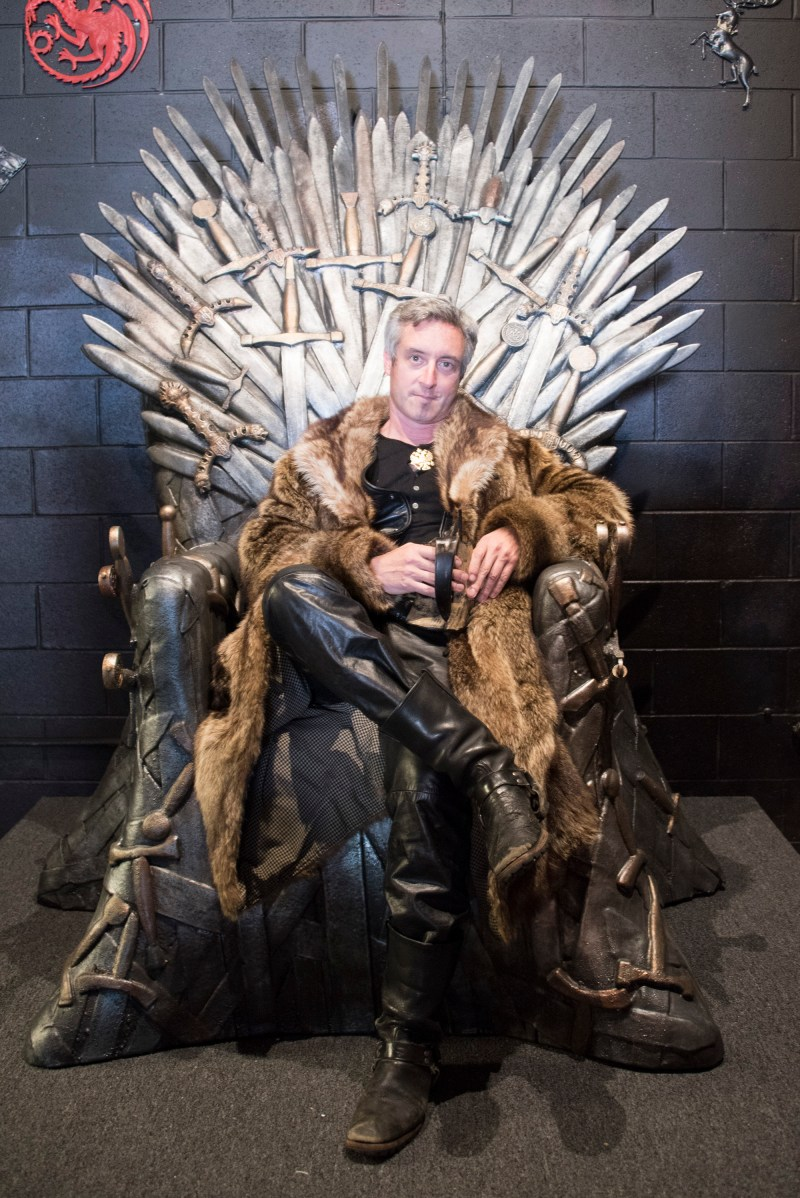 Game of Thrones Pop Up Bar Iron Throne Drink