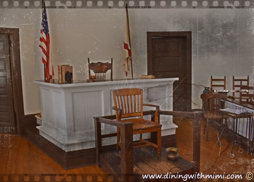 Antiqued view of Old Monroeville Courthouse Rural Alabama Trip to Inspire www.diningwithmimi.com