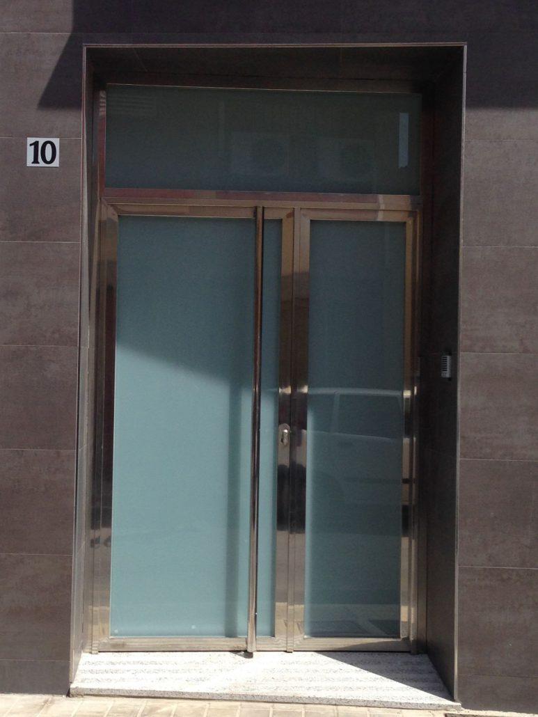 Puertas de aluminio resistentes al tiempo y la humedad en