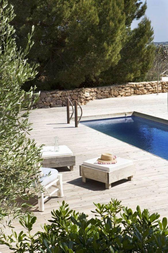 terraza mediterránea con piscina en Formentera