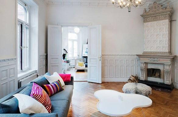 decorar chimenea salón blanco y madera