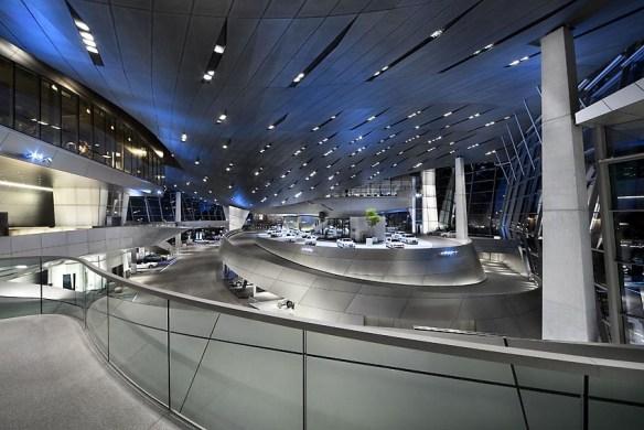 edificio emblemático BMW futurista