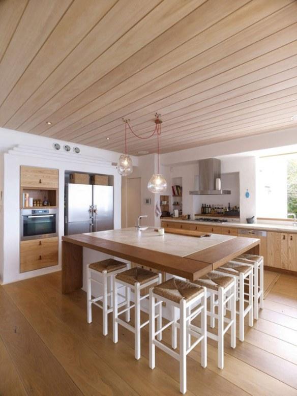 cocina en blanco y madera natural