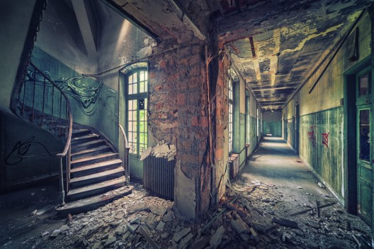 51be78f6b3fc4ba712000084_arte-y-arquitectura-decay-matthias-haker-_running_in_circles_by_illpadrino-d5qpgr8-528x351