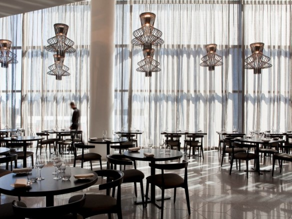 Restaurante-iluminado-por-Foscarini2