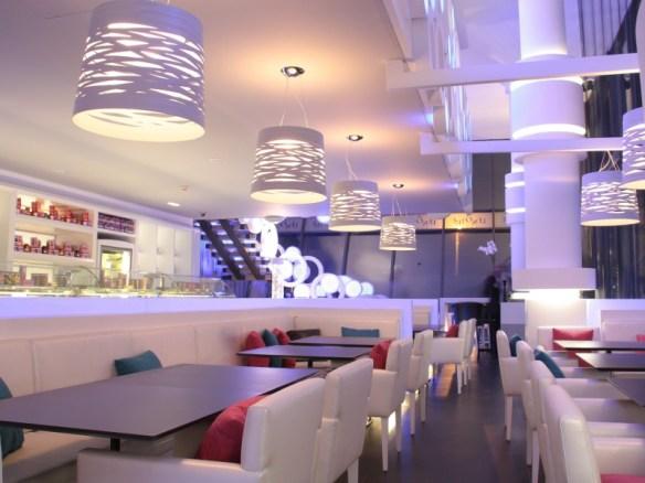 Restaurante-iluminado-por-Foscarini3