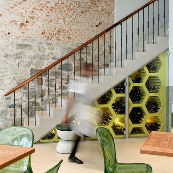 Bajo escaleras 9