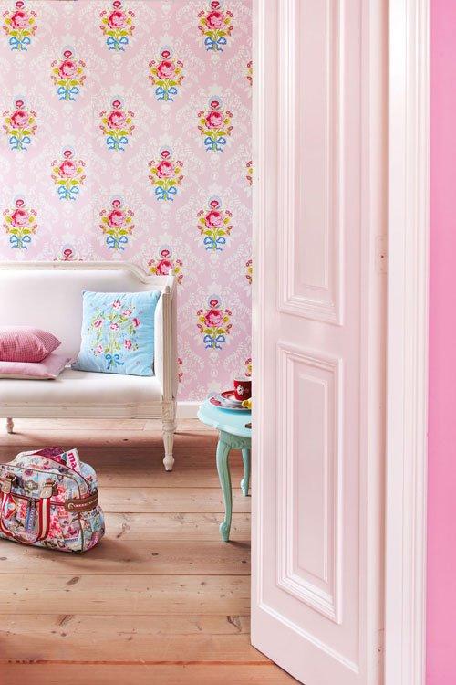 decorar en rosa pared con flores