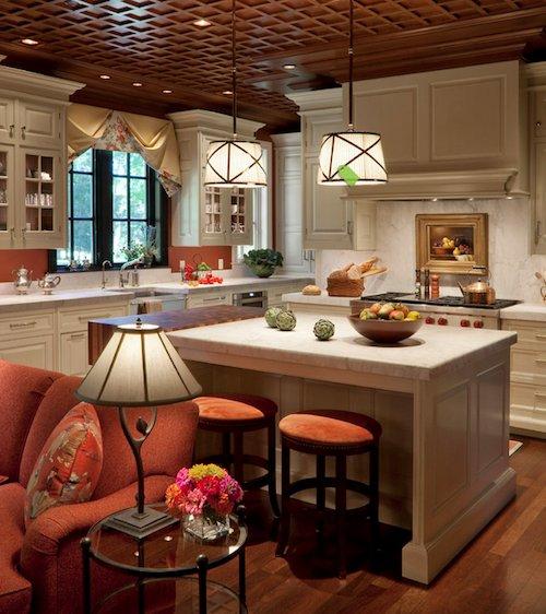cocina con lampara de mesa y cuadro
