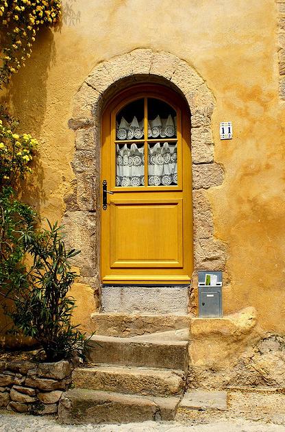amarillo entrada casa
