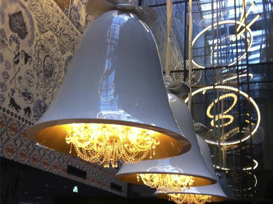 campana-de-luz-hotel-andaz