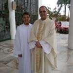 Dom José com o seminarista Edemilson Conzatti, à entreda da Catedral São Paulo Apóstolo, Blumenau
