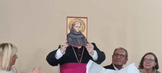 Omaggio al Vescovo di un'icona del Santo Junipero Serra