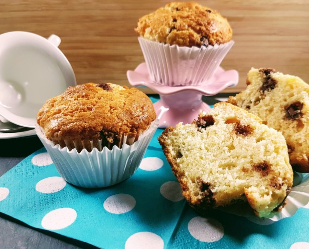 Perfect Chocolate Chip Muffins - The Dip Diva Dishes