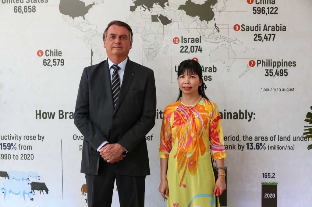 Presidente Bolsonaro e Embaixadora Pham Thi Kim Hoa, do Vietnã