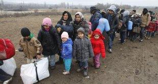 Migrantes esperan para acceder a un centro de ayuda a refugiados en el sur de Serbia, en la frontera con la Antigua República Yugoslava de Macedonia, tras cruzar el Mediterráneo. Foto de archivo: UNICEF/Emil Vas