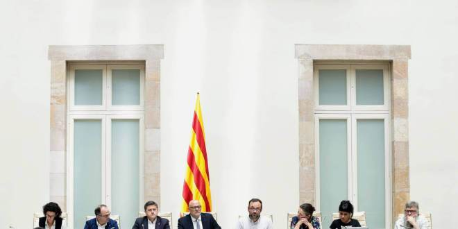 Acto de presentación de la ley del Referéndum. ALBERTO ESTEVEZ EFE