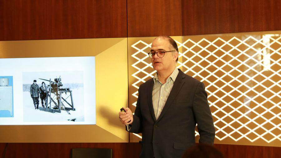 Julián Villanueva, director del Departamento de Dirección Comercial de IESE, en Encuentros Degussa.