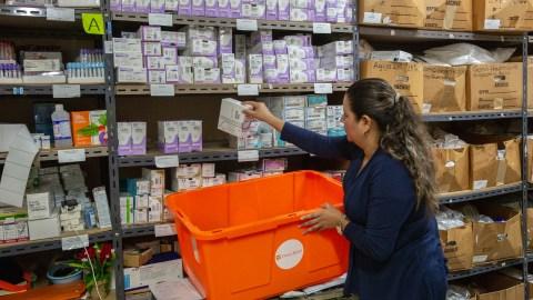 El hospital proporciona medicamentos gratuitos a los pacientes, y Direct Relief ha podido suministrar al establecimiento medicamentos caritativos. (Foto de Francesca Volpi para Direct Relief)