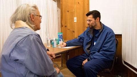 Dr. Ted Muller, Medspire's medical director, talks to a patient. (Mark Semegen for Direct Relief)