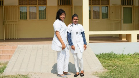 Dr. Neide Santos and Dr. Shilpa Jamnadas, medical director of Mascarenhas Hospital in Beira. (Noah Smith/ Direct Relief)