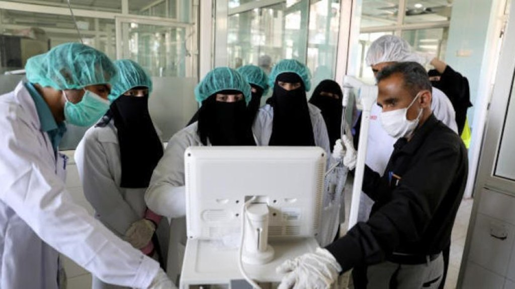 Yemeni health care workers gather around a computer. (Photo courtesy of the Embassy of the Republic of Yemen)