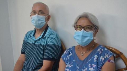 Santiago Del Valle y Regina Ramos. (Ana Umpierre/Direct Relief)