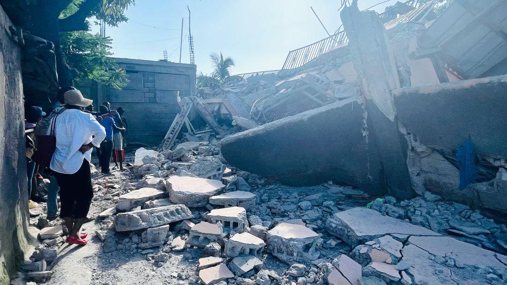 Devastation caused by the 2021 Haiti earthquake. (Photo: Didi Farmer)