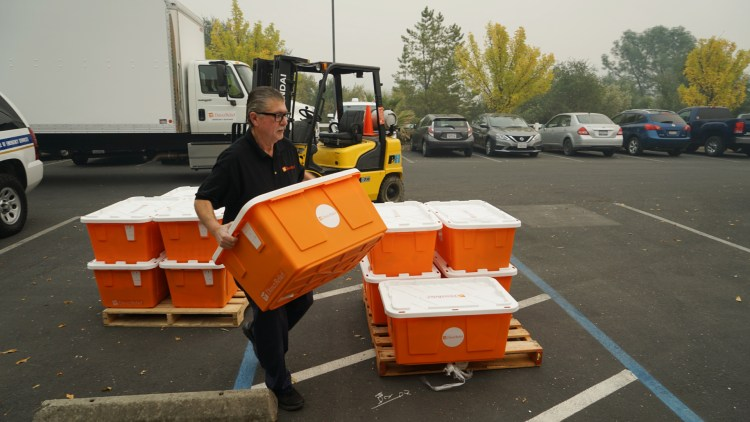 Emergency supplies are unloaded in Butte County. (Dan Hovey/Direct Relief)