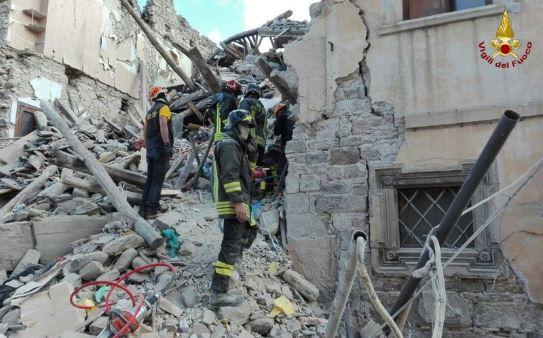 Risultati immagini per terremoto 24 agosto 2016 vigili del fuoco pensieri
