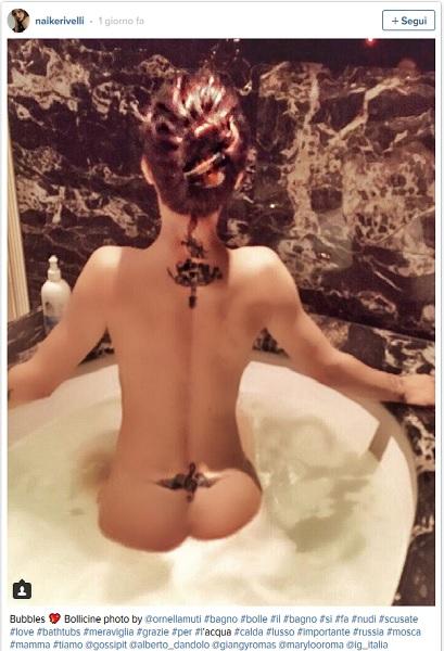 Naike Rivelli nuda su Twitter per puro piacere Foto e video