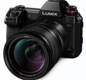 Panasonic Lumix S1R hero-left