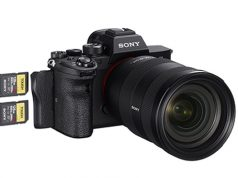 Sony-Alpha-7R-IV-right