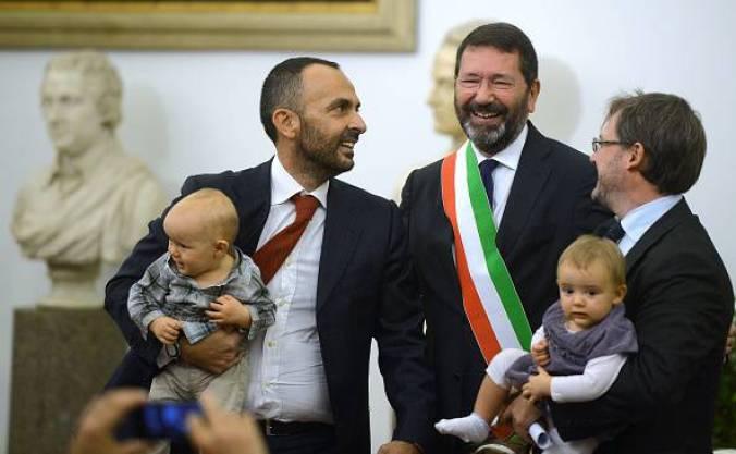 Roma approva il Registro delle Unioni Civili. Le coppie avranno gli stessi  diritti dei coniugi