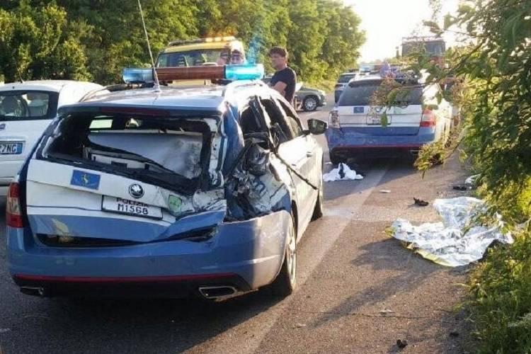Travolge quattro agenti della Polizia nel Bresciano: forse era ubriaco